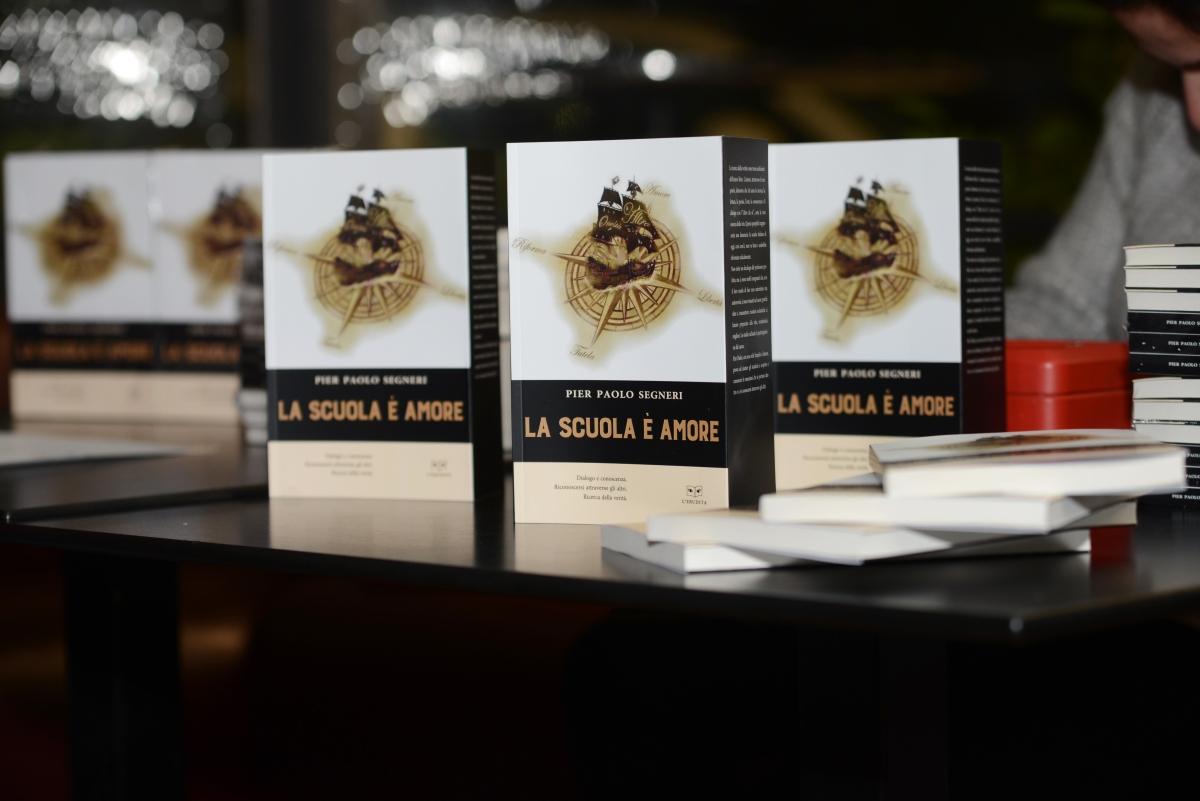 Un libro che arde: La scuola èamore